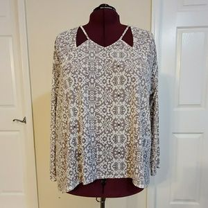 Print Top with Cut Out Neckline